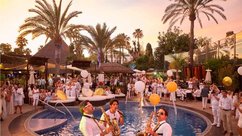 La-Sala-Gold-White-Party-1-678x381